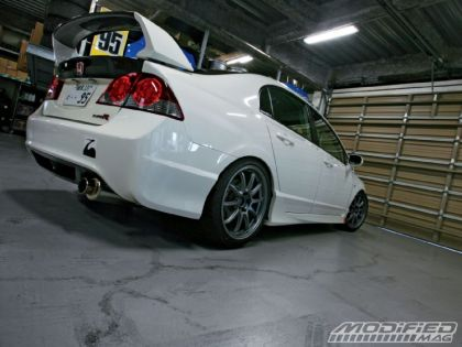modp_0904_02_o+2008_jdm_honda_civic_type_r+rear_view